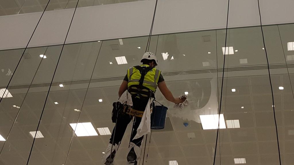 internal window cleaning