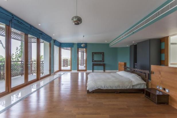 9 Bedrrom Villa in Emirates Hills, 1.6
