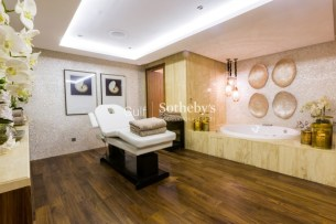 7 bedroom villa for sale in Palm Jumeirah