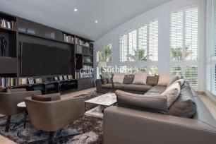 6 bedroom villa in Palm Jumeirah, 1.5