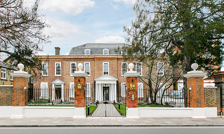 Renters Snap Up London Homes After Whatsapp Tours