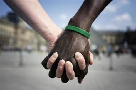 hands-az-1-white-n-black-love