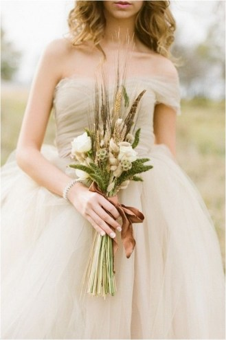 natural-feather-bridal-bouquet-alea-lovely-photo-via-ruffled