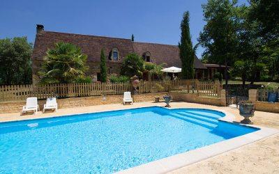 Les Eyzies – Très belle propriété de campagne en pierre avec piscine sur un parc de 1,5 ha.