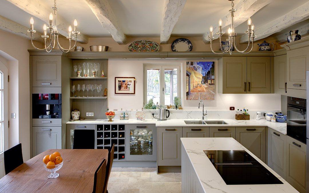 CUISINE MEUBLANTE, Comment conjuguer différents usages d'une pièce aussi centrale que la cuisine ?