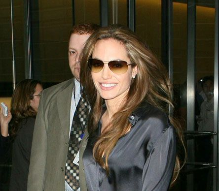 Angelina Jolie wearing OLIVER PEOPLES / STRUMMER-T