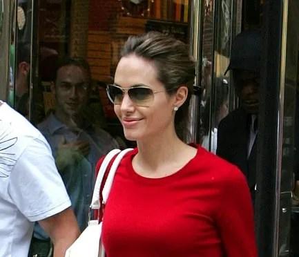 Angelina Jolie wearing OLIVER PEOPLES / STRUMMER-T