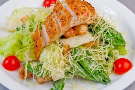 Салат Цезарь с курицей: классический простой рецепт ...