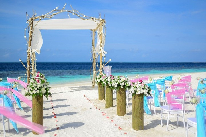 Pros and cons of destination wedding