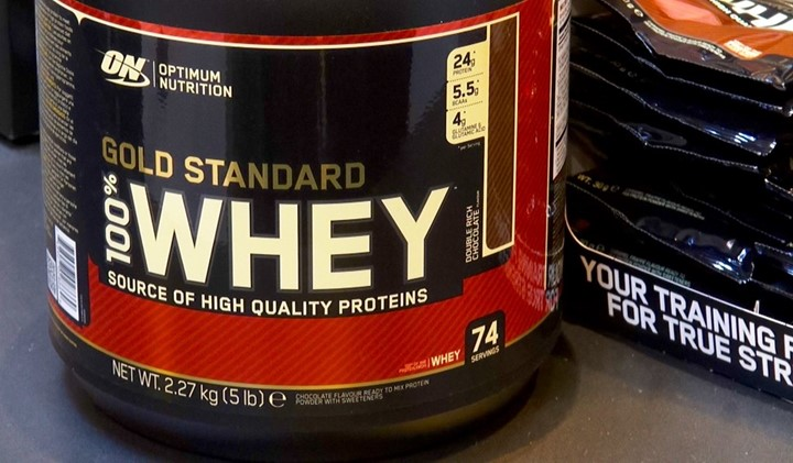 You are currently viewing Pros and cons of whey protein