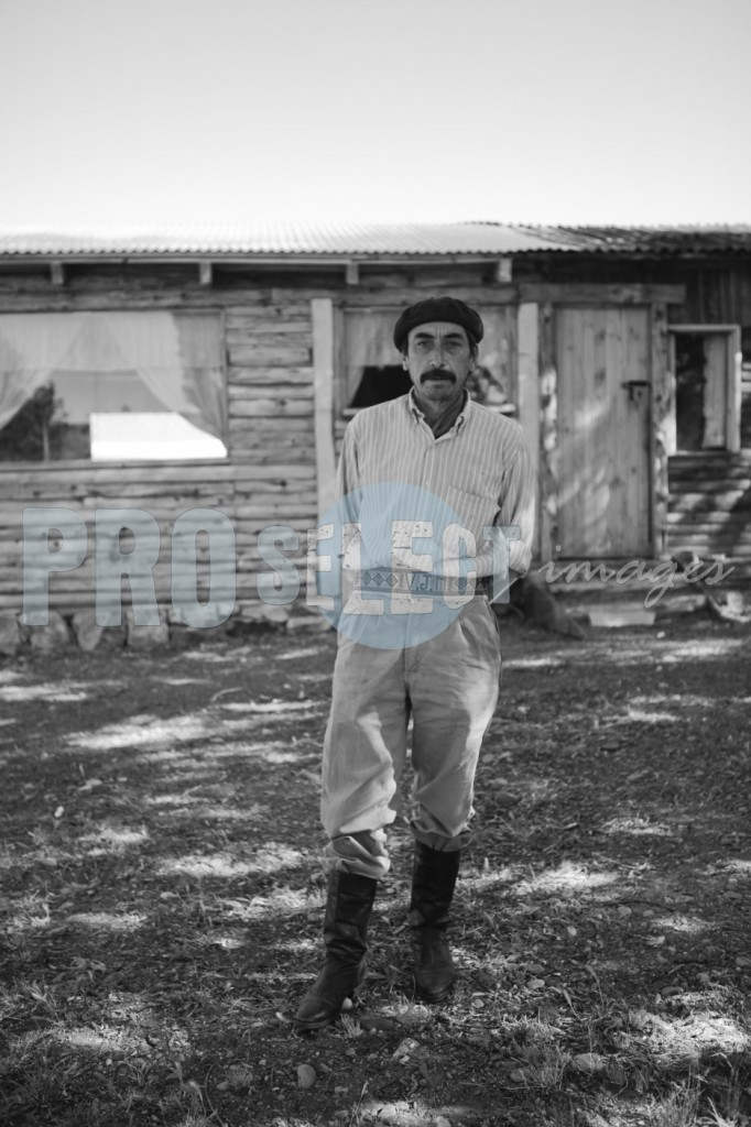 Argentinian farmer at house | ProSelect-images