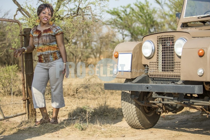 Woman and vintage Land Rover | ProSelect-images
