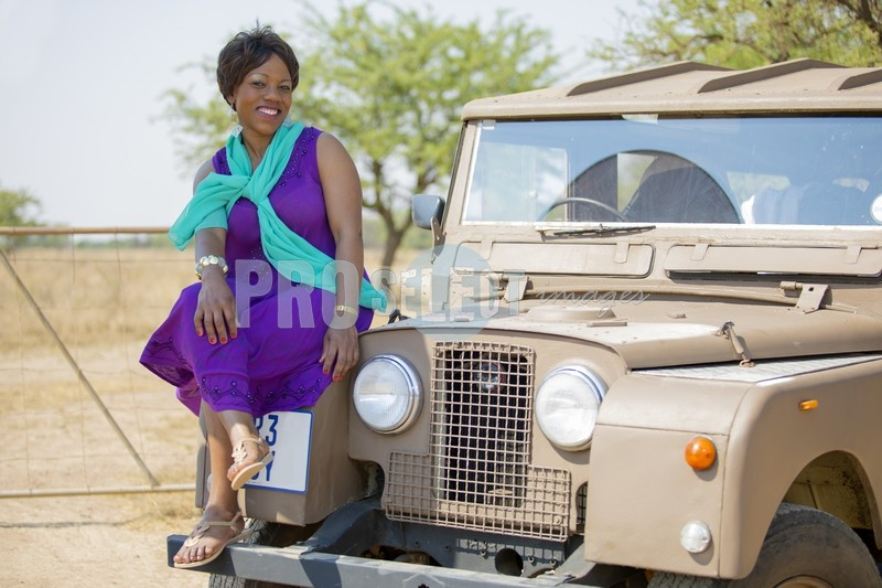 Martha and 1957 Land Rover | ProSelect-images