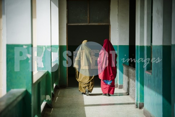 Somali woman entering darkness | ProSelect-images