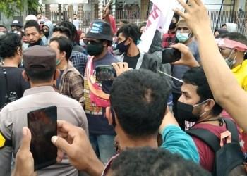 Polres Gorontalo Kota membubarkan aksi mahasiswa Papua, yang menyuarakan Papua merdeka, karena tidak mematuhi protokol kesehatan.