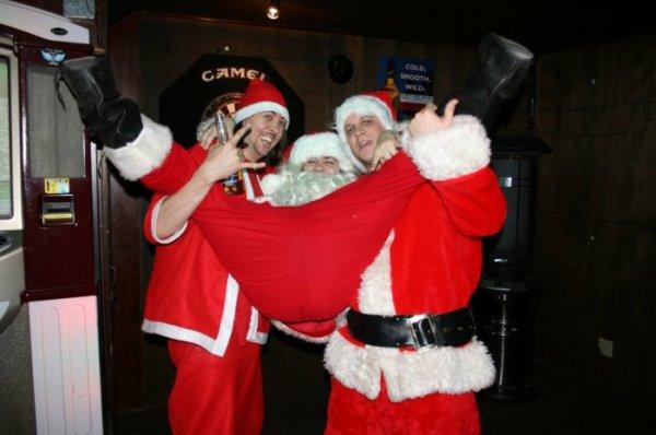 Красивые открытки Пьяный Дед Мороз - скачать бесплатно