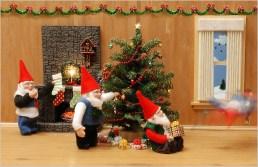 holiday-gnome-decorators