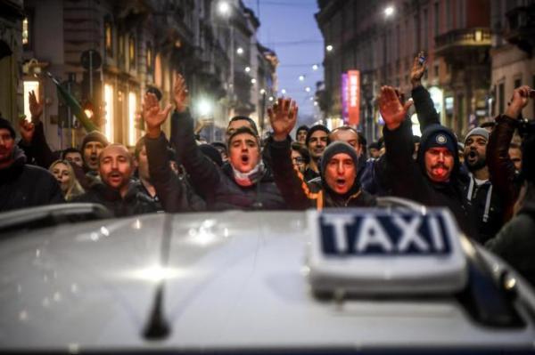 1487617606894-jpg-taxi__continua_la_protesta__domani_incontro_sindacati_delrio