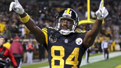 Photo of Antonio Brown Signs With Tampa Bay