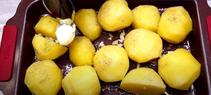 Картопля в духовці з хрусткою скоринкою і м'яка всередині