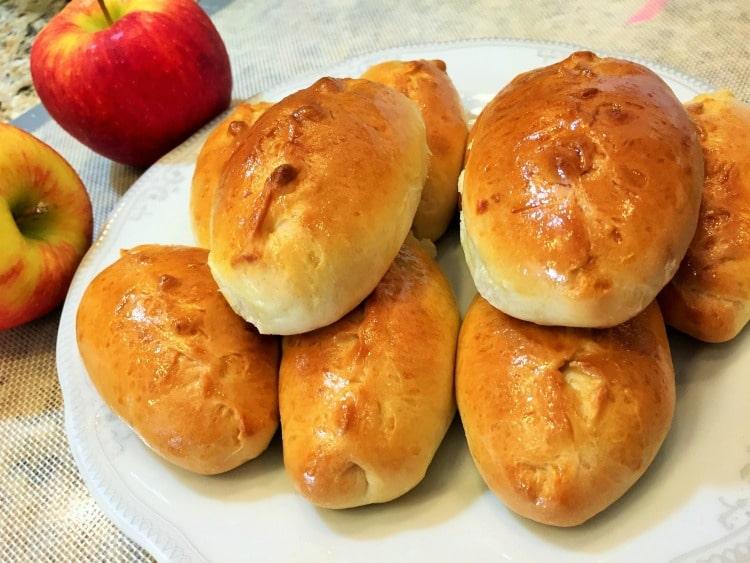 Домашні пиріжки з яблуками
