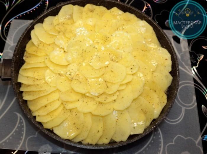 Просто картопля, цибуля і молоко, а виходить дуже смачно і оригінально