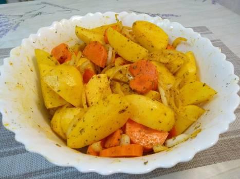 Ситна вечеря в духовці. Курячі ніжки з картоплею