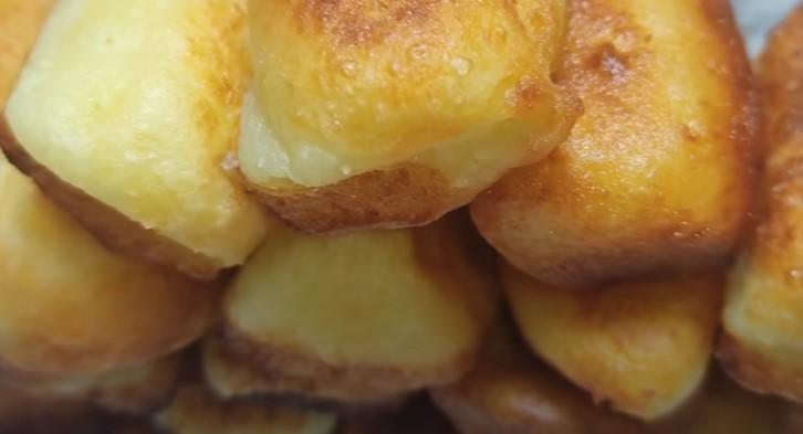 Коли є сир, відразу готую сирні пончики. Сирні батончики з дитинства: їла в дитинстві, їм і зараз