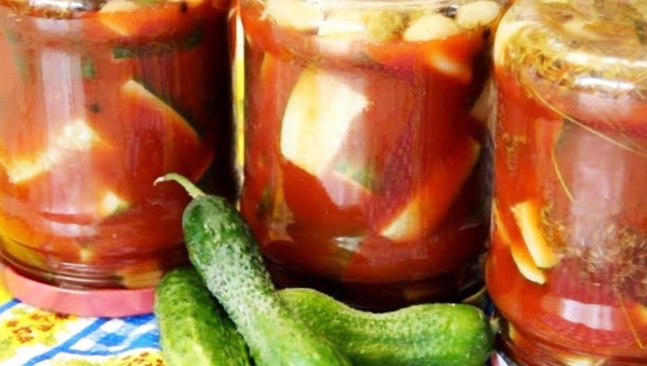 Огірки на зиму в томаті: рецепт для економних господинь