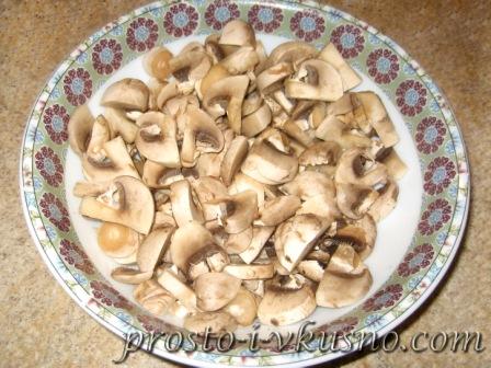 Курица с грибами и овощами в томатном соусе. Рецепт с фото