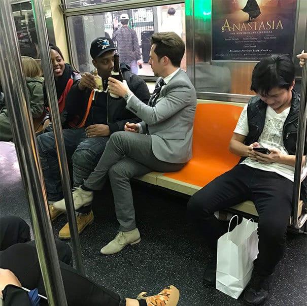 20 фотографий, которые убедят вас в том, что метро — самое странное место на Земле