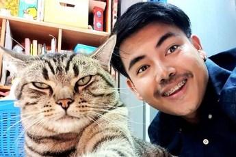 Парень установил в спальне скрытую камеру и узнал, как кот относится к нему по ночам