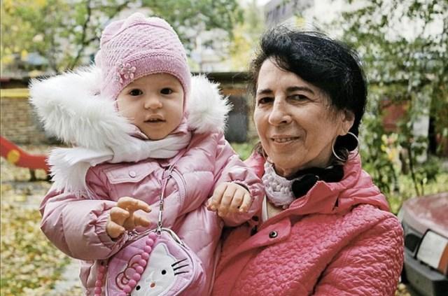 Врачи запрещали 60-летней женщине рожать, но сегодня ее дочери уже 4 года