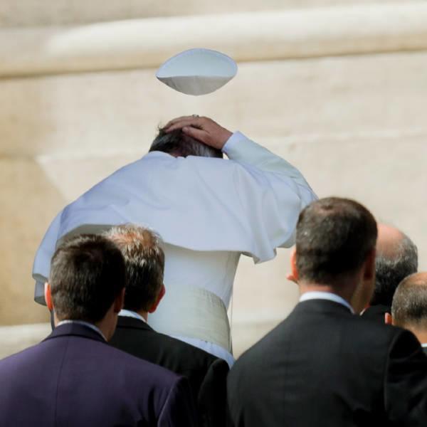 Ветер не любит Папу Римского и вот 20 доказательств