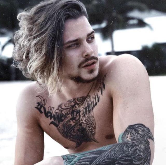Сын Натальи Сенчуковой оказался настоящим красавцем