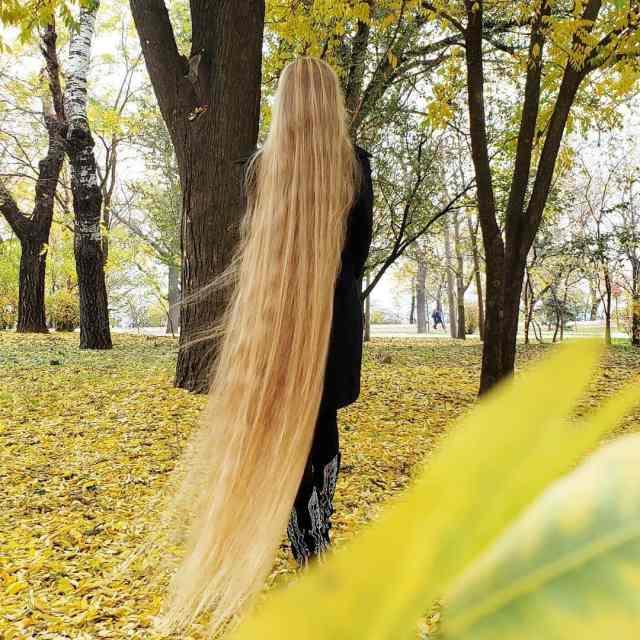 Украинка отрастила волосы длиной в 1.8 метра - вот как она выглядит