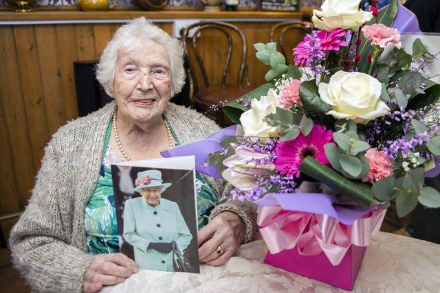 «Я видала эпидемии и похуже» 105-летняя старушка устроила веселую вечеринку в баре