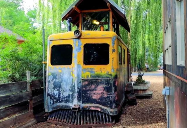 Супруги купили вагон времен Второй мировой превратили его в уютный дом с интерьером 40-х годов