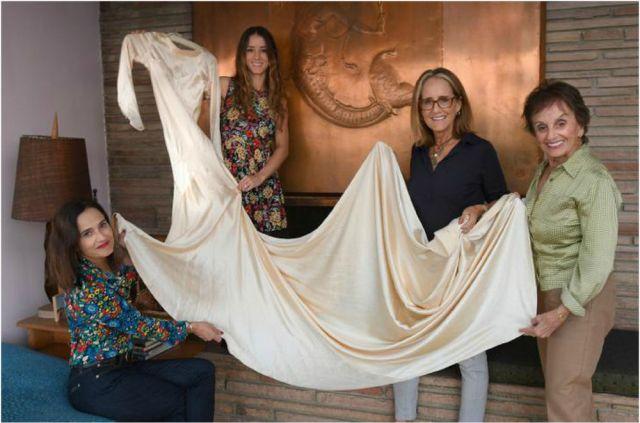 85 лет и все еще впору - 4 поколения женщин семьи выходят замуж в одном платье