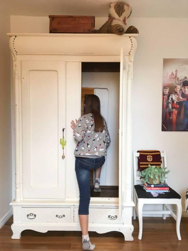 """""""Путь в Нарнию"""" Мама сделала тайную комнату для дочки прямо в платяном шкафу"""