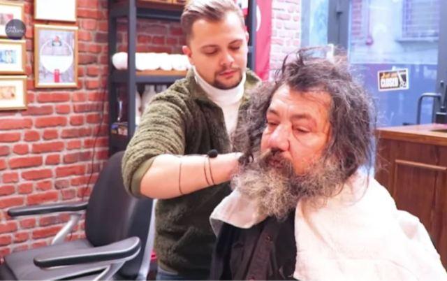 Стилист помог бездомному и преобразил его, превратив в красивого и импозантного мужчину