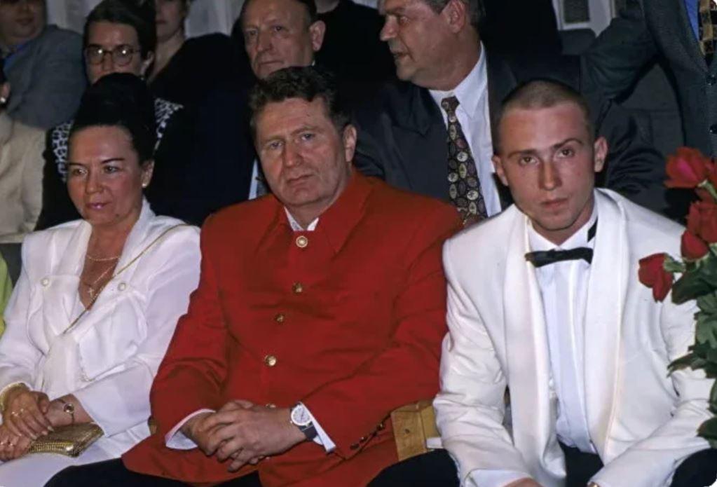 Семья Владимира Жириновского - кто жена эксцентричного политика и как выглядят его дети и внуки