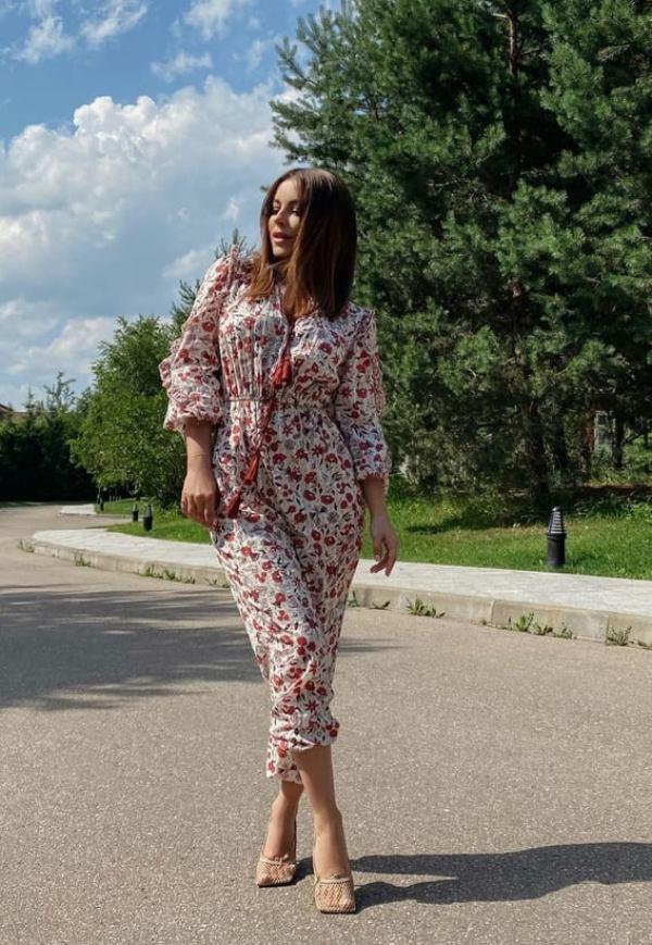«Шикарная». 41-летняя Ани Лорак выгуляла новый комбинезон, похваставшись точеной фигурой