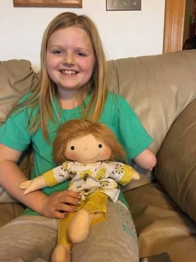 «Кукла, как я» Женщина создает особенных кукол, для детей, которые не похожи на всех