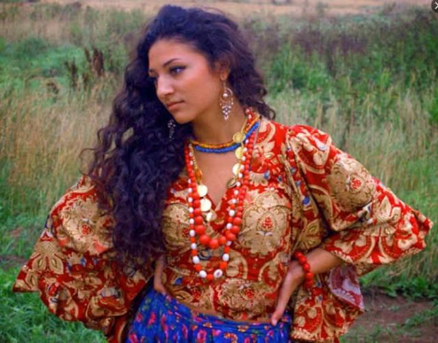"""""""Чаровницы, сводящие мужчин с ума"""" - самые красивые девушки цыганских кровей"""