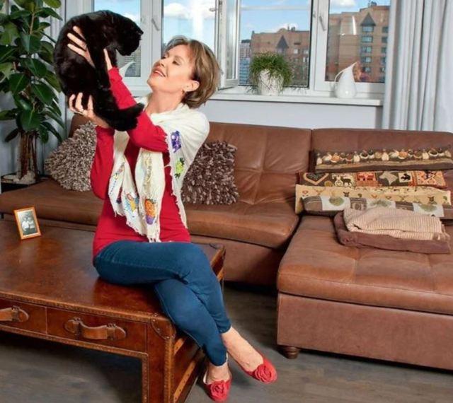 Цветочное гнёздышко: как выглядит квартира Ирины Розановой, которую она приобрела сама