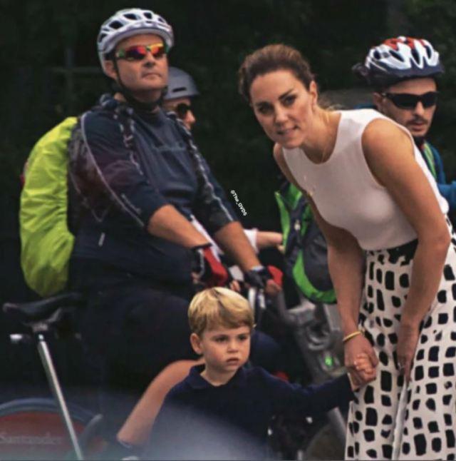 Очаровательные мама и сын: папарацци засняли Кейт Миддлтон на прогулке с сыном Луи