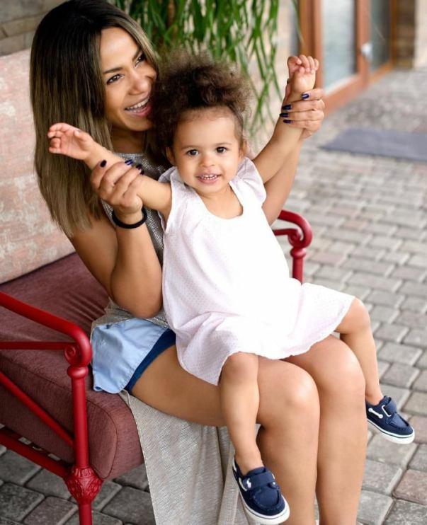 Экзотическая куколка. Певица Гайтана показала снимок 3-летней дочки