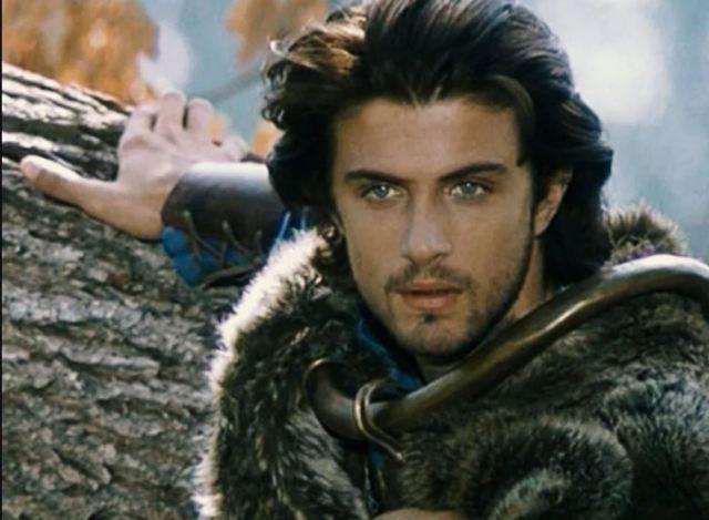 Они до невозможности привлекательны: красавцы-актеры, сыгравшие принцев в кино