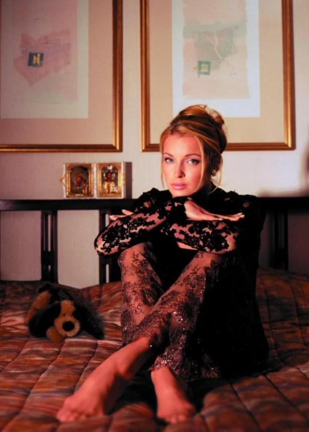 Королева нулевых. В сеть попали редкие фотоснимки Волочковой в молодости
